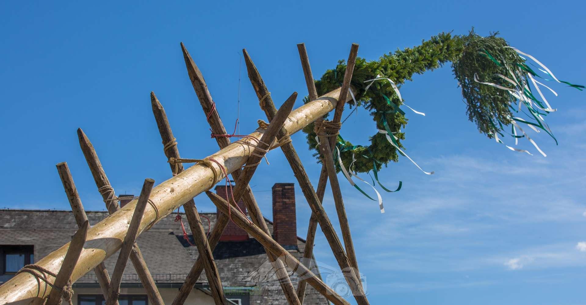<p>Im Murtal findet das Maibaumaufstellen oft noch sehr traditionell statt.</p>