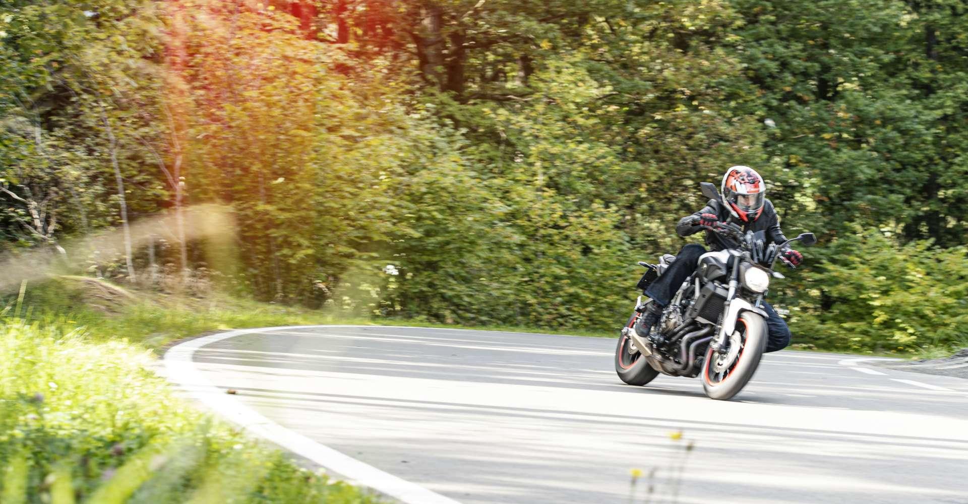 <p>Kurvenreich präsentieren sich die Motorradtouren in der Region.</p> Copyright: